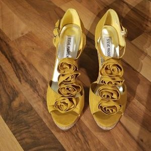 Steve Madden 6.5 mustard yellow wedge shoes